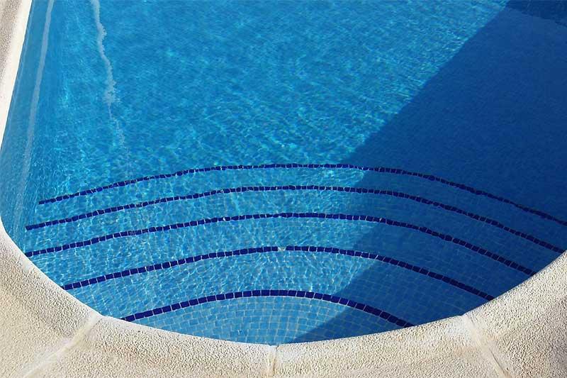 จะสร้างสระว่ายน้ำในพื้นที่ส่วนกลาง ควรพิจารณาอะไรบ้าง